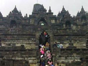 Borobudur Itu Indah Dan Unik, Tetapi…….