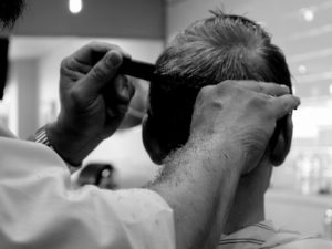 Bersedekah Tidak Selalu Dengan Uang : Mark Bustos Si Penata Rambut