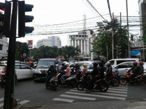Pertigaan Lampu Merah Jalan Wahid Hasyim Menuju Gondangdia Cermin Semrawutnya Lalu Lintas di Ibukota