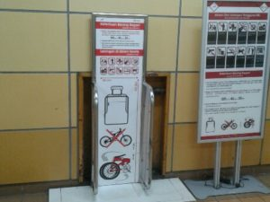 Pergunakan Alat Pengukur Bagasi di Stasiun dan Pastikan Barang Yang Anda Bawa Memang Boleh Dibawa Dalam Kereta