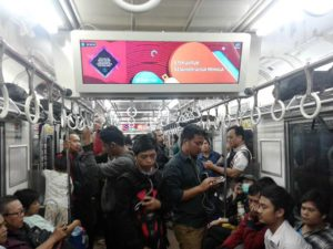 Apa Saja Yang Bisa Dilihat di Layar Digital di Dalam Commuter Line selain informasi dan iklan?