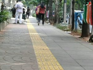 Mengenal si Guiding Block, Sang Jalur Ramah Disabilitas Untuk Tunanetra