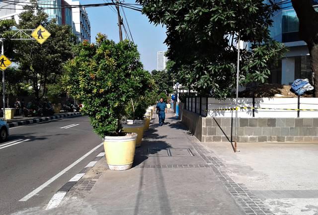 Mengapa si Pucuk Merah di Jalan Wahid Hasyim Tidak Merah?