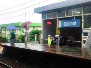 Sedia Payung Sebelum … Naik Commuter Line