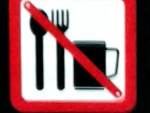 Boleh Kah Makan dan Minum di Commuter Line ? TIDAK! Ada Tanda Dilarang Makan dan Minum