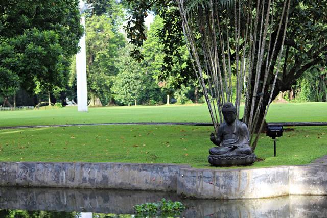 Patung Buddha di Halaman Belakang Istana Bogor
