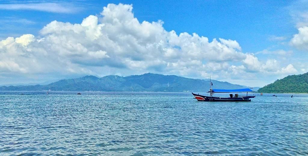 [Foto] Perahu di Pantai Klara, Lampung
