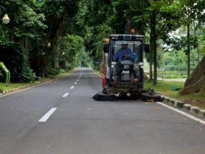 Oh, Rupanya Begitu – Kendaraan Penyapu Jalan di Kebun Raya Bogor
