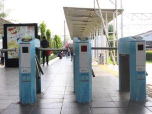 Kereta Komuter Jabodetabek Sudah Menggunakan Tiket Elektronik Seperti di Luar Negeri