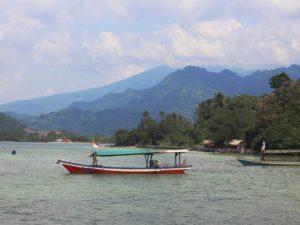 Terpesona Oleh Keindahan Pemandangan dan Beningnya Air Pantai Klara, Lampung