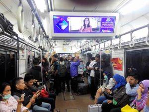 Cara Mengetahui Sudah Saatnya Berbuka Puasa Saat Berada di Atas Commuter Line atau KRL