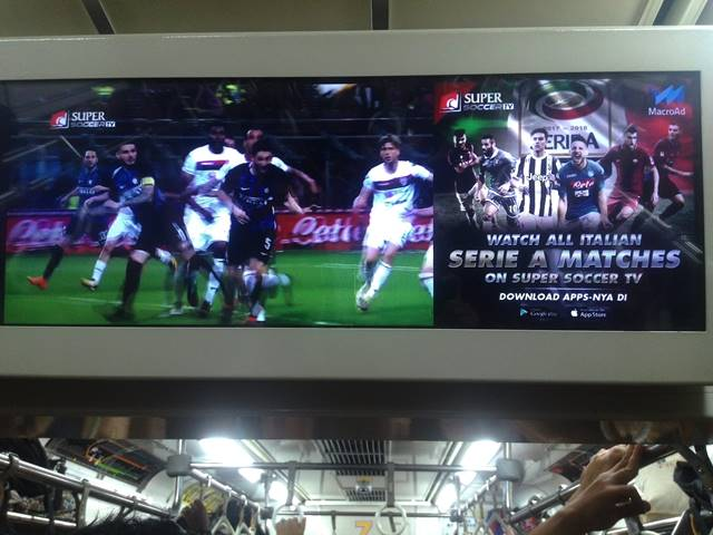 Melihat Cuplikan Gol-Gol Indah di Langit-Langit KRL Jabidetabek