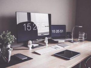 Merapikan Meja Kerja Harus Dilakukan Secara Rutin