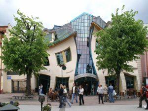 Bangunan Unik : The Crooked House of Sopot (Krzywy Domek)