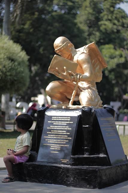 Patung Revitalisasi Sumpah Pemuda ini Idenya Bimbim Slank Loh!