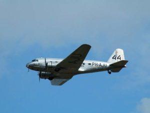 Douglas DC 3 Dakota – Si Kereta Udara
