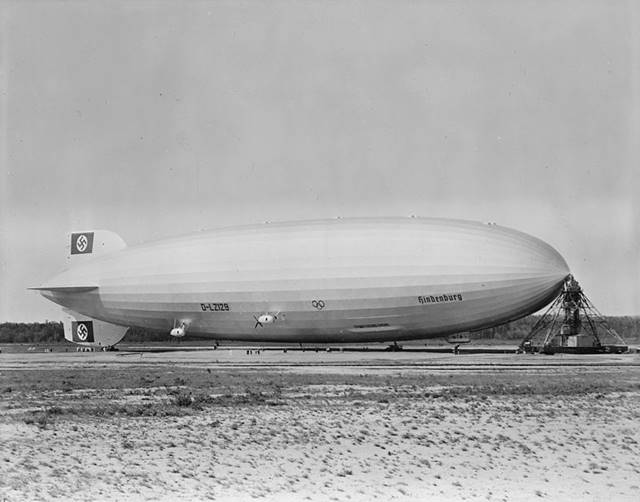 Balon Udara Zeppelin - Agak Mirip Titanic Nasibnya