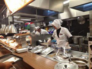 Mengapa Koki Atau Juru Masak Di Restoran Menggunakan Tutup Kepala?