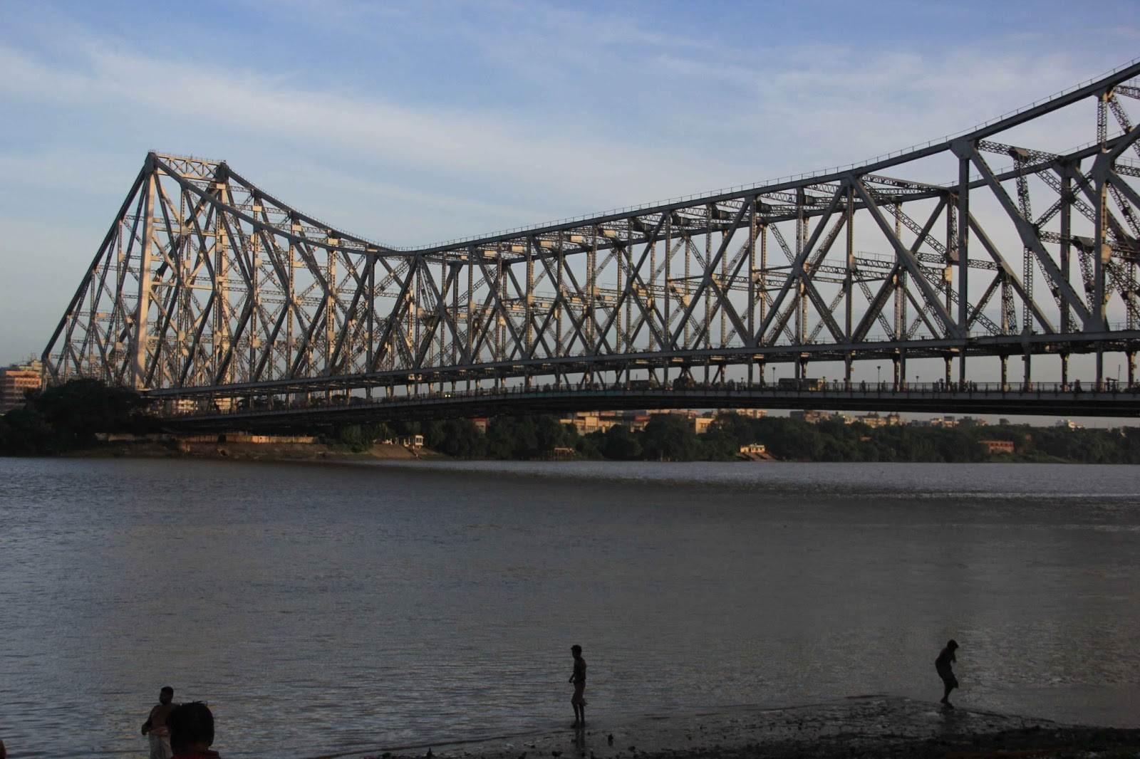 Tempat Menyeramkan Di Kalkuta India : Jembatan Howrah, Sungai Gangga