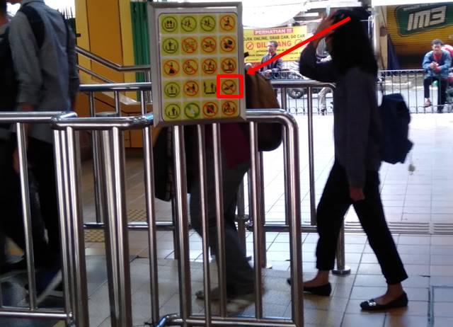 Dilarang Memakai Sepatu Hak Tinggi Saat Naik Elevator/Tangga Berjalan - Benarkah?