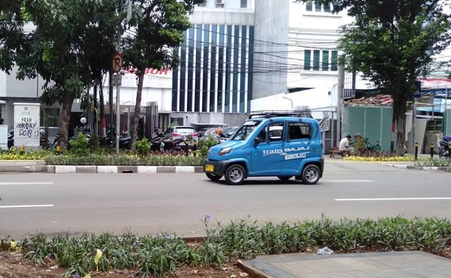 TRANS BAJAJ : Bajaj Qute Yang Bukan Saudaranya Trans Jakarta si Busway