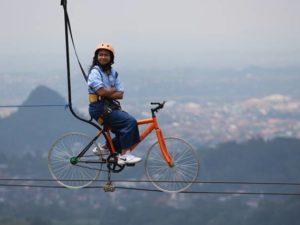 ZIP Bike Bukan ZIB BIKE : Bersepeda Di Atas Kabel