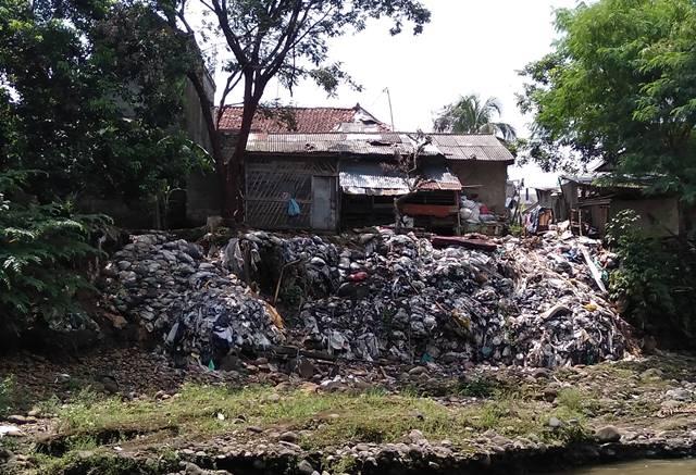 Benarkah Bogor Mengirimkan Sampah Ke Jakarta Lewat Aluran Sungai? Pak Anies Baswedan BENAR!