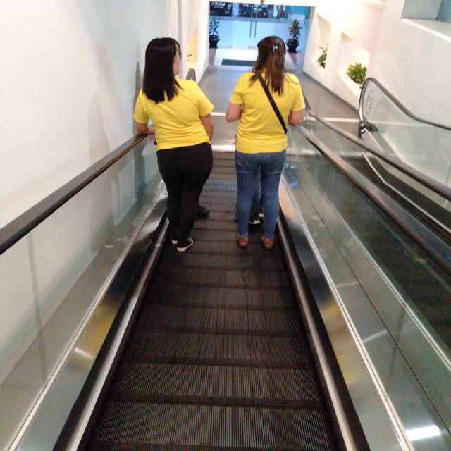 Saat Berdiri di Eskalator, Sebaiknya Di Sisi Kiri Atau Kanan ?