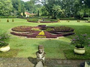 Taman Soedjana Kassan : Taman Burung Garuda di Kebun Raya Bogor