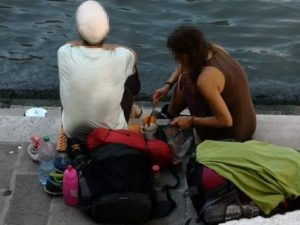 Bikin Kopi Di Tempat Sembarangan Pasangan Turis Didenda 15 Juta Lebih