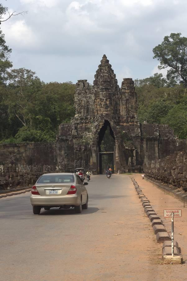 Gerbang Masuk Barat Angkor Wat Yang Mengarah Ke Ta Prohm - Candi Tomb Raider