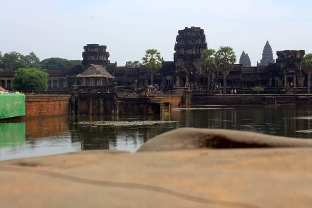 Gerbang Utama Angkor Wat Dari Kejauhan