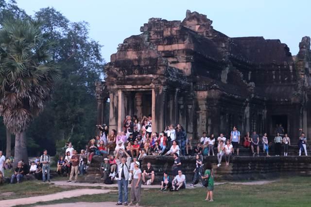Ongkos Tur Melihat Sunrice (Mata Hari Terbit) Di Angkor Wat Mahal Juga Yah