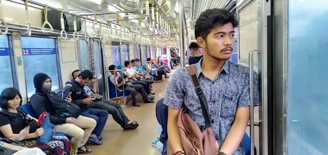 Ini Loh! Yang Biasa Disampaikan Awak Kereta Lewat Pengeras Suara Dalam Commuter Line