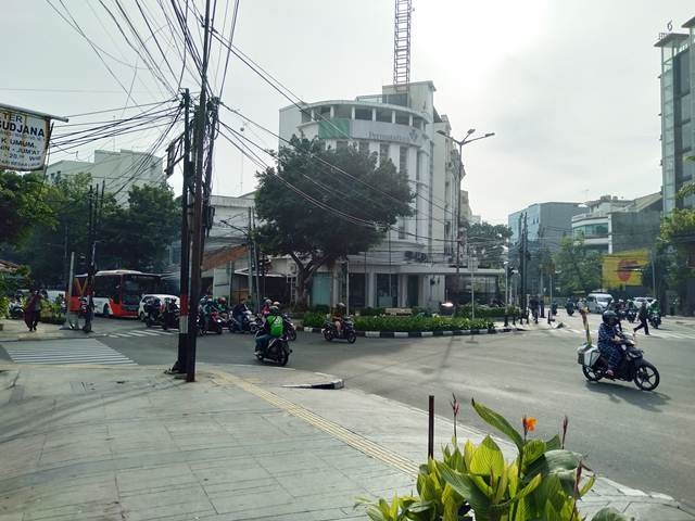 Jenis Pelanggaran Lalu Lintas Yang Banyak Terjadi Di Pertigaan Jalan Wahid Hasyim Depan Hotel Cemara