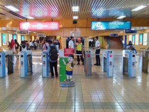Naik Commuter Line Bisa Pakai Aplikasi LinkAja (e-money) Loh!