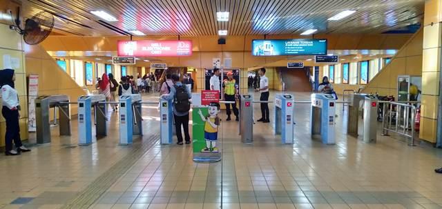 Naik Commuter Line Bisa Pakai LinkAja Loh!