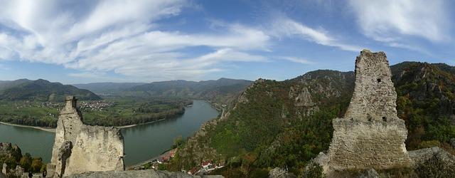 [FOTO] Wachau : Perpaduan Keindahan Alam Dan Romantisnya Sejarah Di Tepi Danube Di Lanskap Budaya