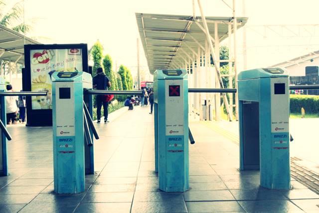 Balita dilarang naik commuter line di masa new normal atau PSBB transisi