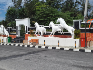 Patung Kuda Dan Patung Naga Di Baturaja