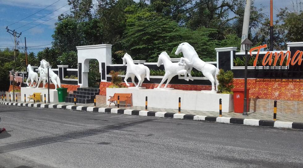 Patung Kuda Di Jalan Jenderal Ahmad Yani