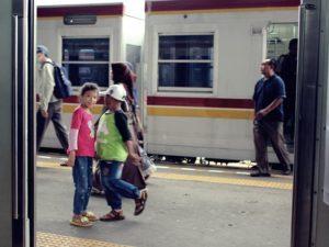 Tidak Boleh Berbicara Saat Naik Commuter Line Dalam Masa Pandemi Covid-19