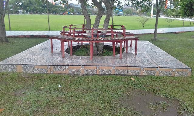 Tempat duduk di Taman Kota Baturaja