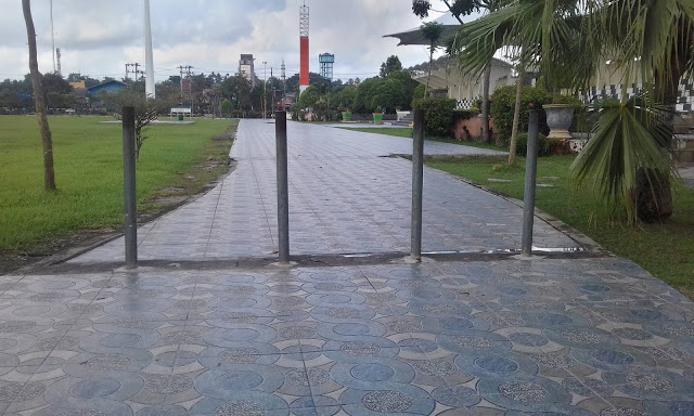 Tonggak Besi di Taman Kota Baturaja