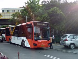 [Foto] Bis Metro Trans Stasiun Gondangdia-Tanah Abang, Pakai e-Money
