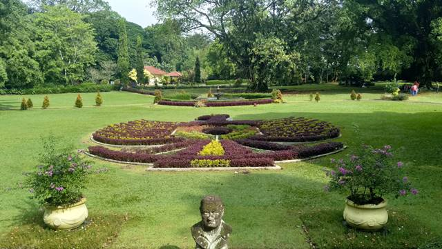 Lambang Garuda di Kebun Raya Bogor A