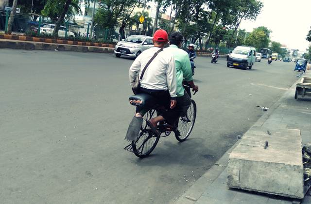[Foto] Ojeg Sepeda Dekat Stasiun Jakarta Kota