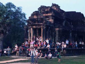 [Foto] Para Penonton Matahari Terbit di Angkor Wat, Kamboja
