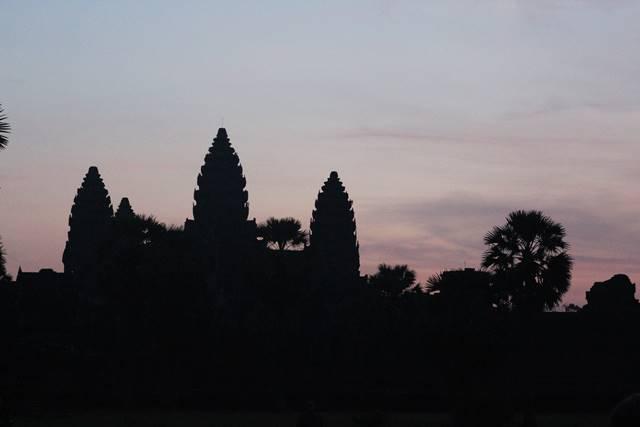 Para Penonton Matahari Terbit di Angkor Wat Kamboja