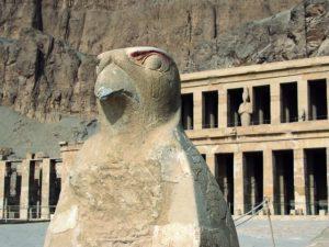 Patung Horus : Dewa Elang Penguasa Angkasa